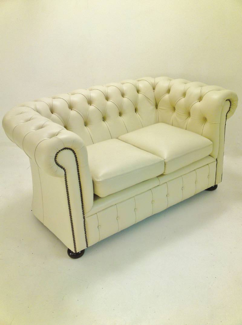 The difference between Chesterfield Couch Sofa & Settee