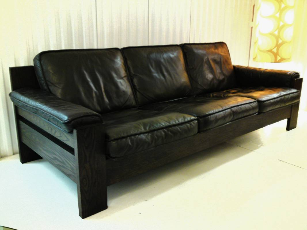 The Difference Between Chesterfield Couch Sofa Amp Settee